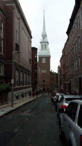 Det var i denne kirke Paul Revere lyste med 2 lygter i præcis 60 sekunder for at signalere at briterne var på vej og ikke mindst hvilken vej..