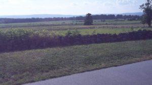 Slagmarken - den lille stenmur er resterne af nordstaternes forsvarslinje